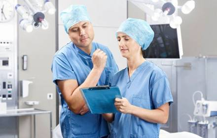 surgeons discussing in the OR